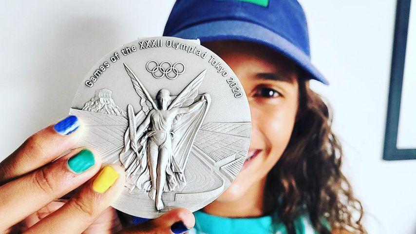 Rayssa Leal mit ihrer olympischen Silbermedaille