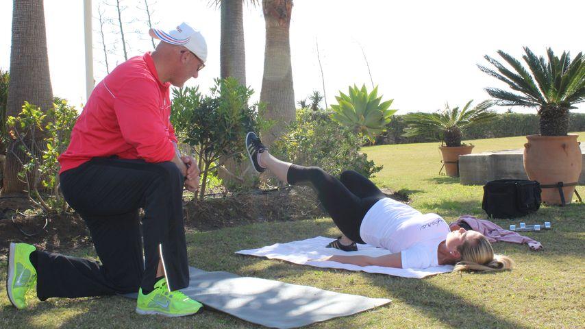 Rebecca Kratz macht Übungen