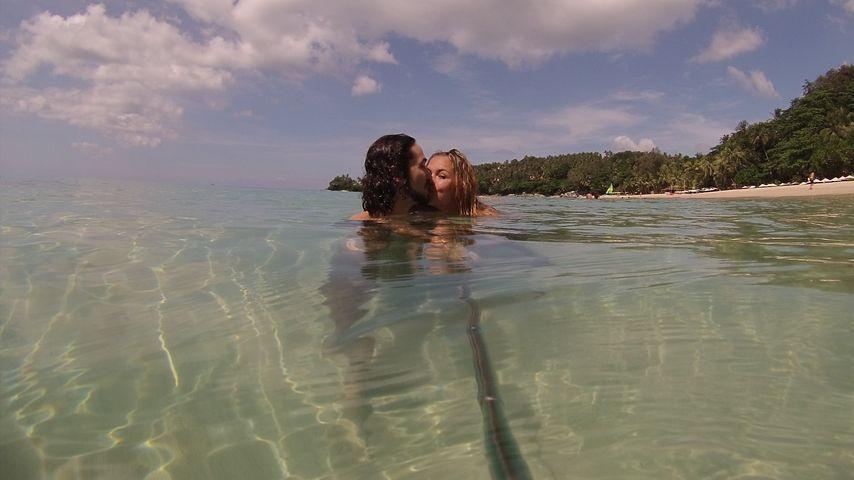Rebecca Kratz und Julio im Meer