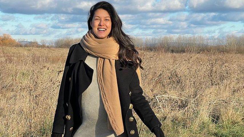 Schwangere Rebecca Mir zeigt ihren XXL-Bauch im Strickkleid