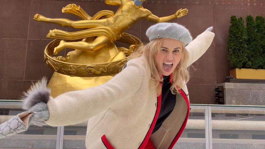 Rebel Wilson auf der Eisbahn am Rockefeller Center