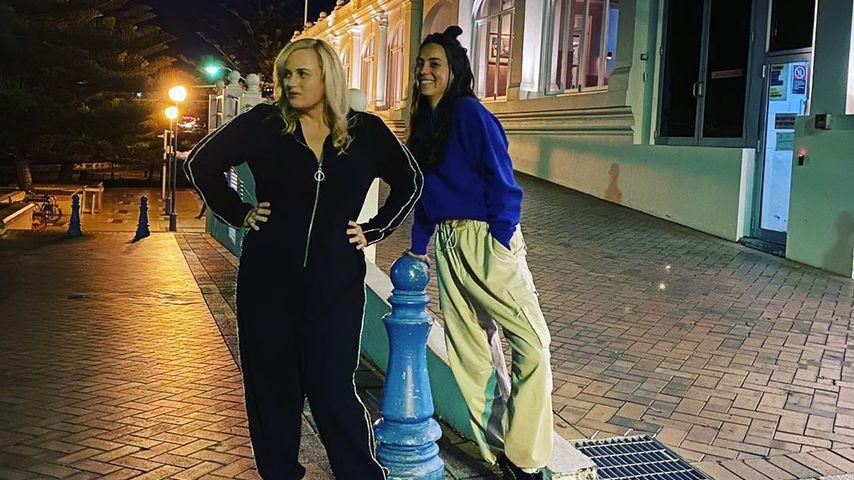 Schauspielerin Rebel Wilson mit Sängerin Amy Shark im Juli 2020