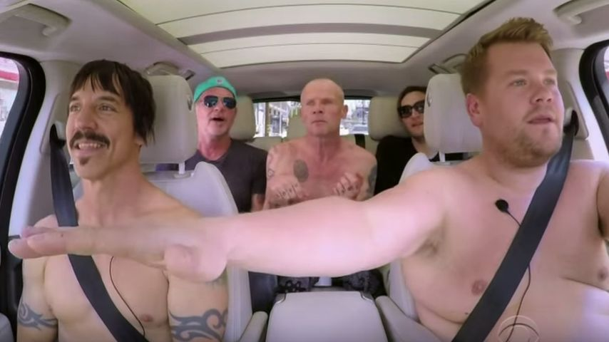 "James Corden (vorne rechts) beim ""Carpool Karaoke"" mit den Red Hot Chili Peppers"
