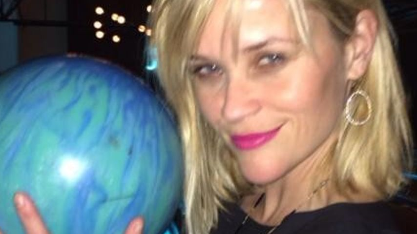 Reese Witherspoon feiert 38. Geburtstag mit Kugel