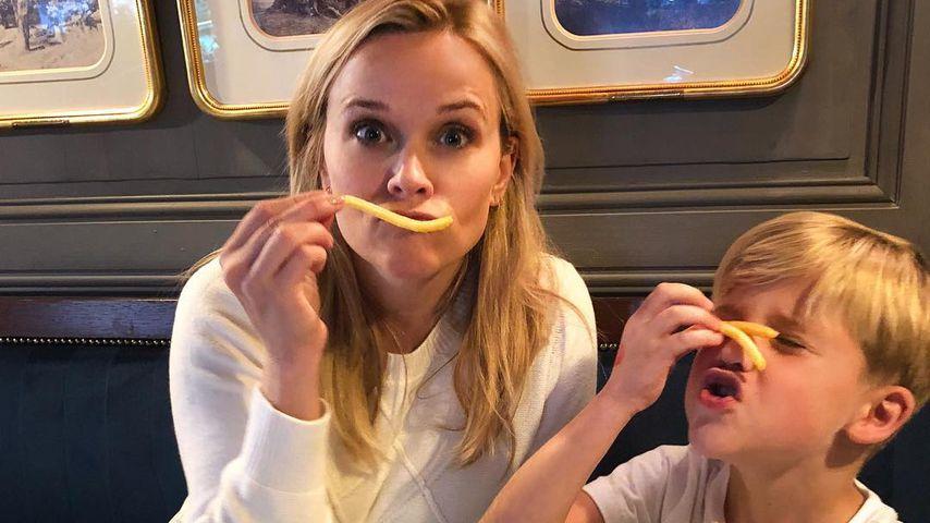 Süß: Reese Witherspoon und ihr Sohn lieben Pommes!