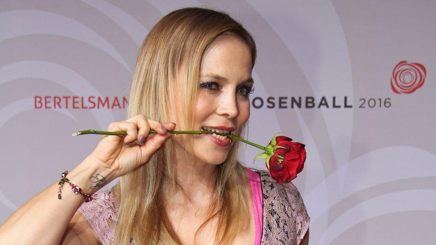Regina Halmich auf dem Rosenball in Berlin