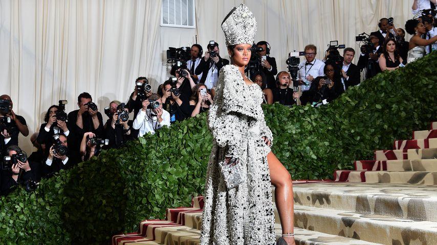Glitzer-Päpstin: Heilige Rihanna wird zum Met-Gala-Hingucker