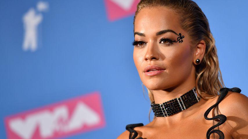 Rita Ora auf dem roten Teppich der MTV VMAs 2018
