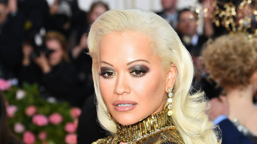 Rita Ora flirtete während Met Gala intensiv mit dem Kellner!