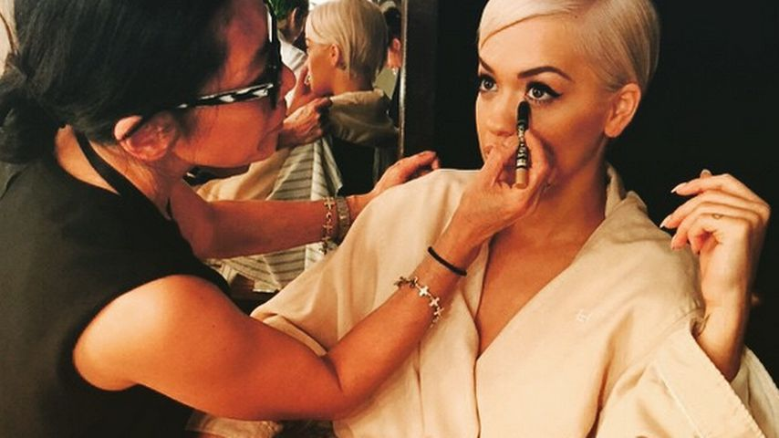 Backstage-Pic: Rita Oras Wandel zur Oscar-Beauty!