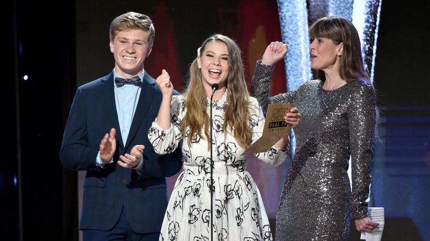 Robert, Bindi und Terri Irwin bei den Critics' Choice Real TV Awards 2019