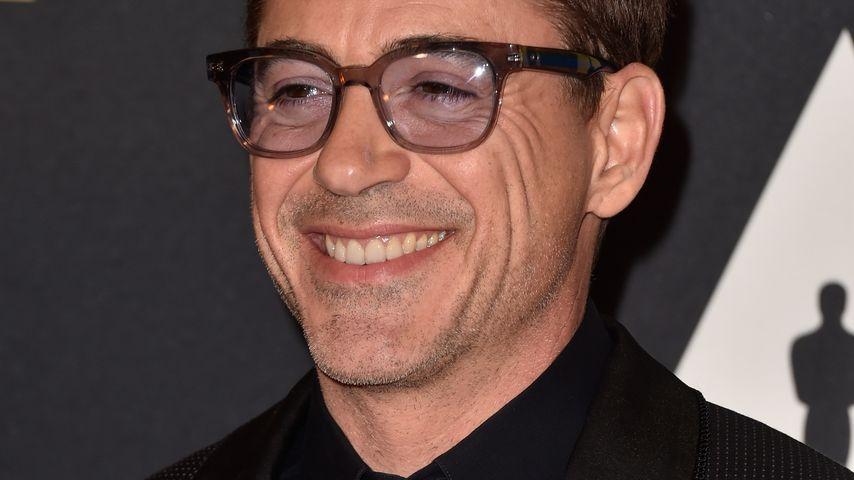Cool! Robert Downey Jr. verschenkt Iron Mans Arm