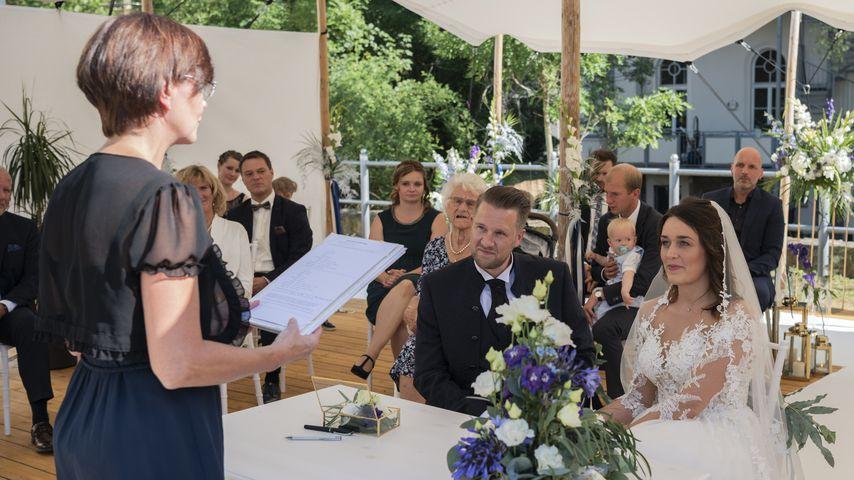 """Robert und Emily in der ersten Folge von """"Hochzeit auf den ersten Blick"""""""