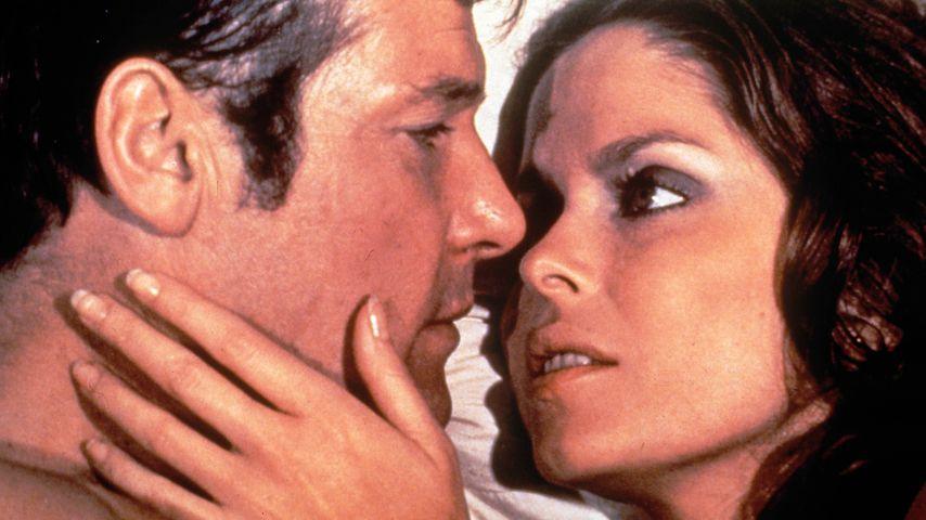 """Roger Moore und Barbara Bach in """"James Bond 007 – Der Spion, der mich liebte"""" von 1977"""