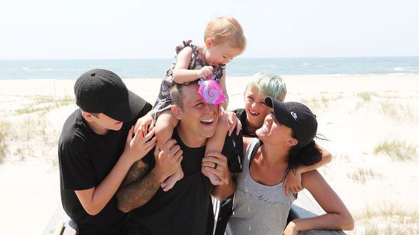 Roman Atwood mit seiner Frau Brittney und seinen Kindern