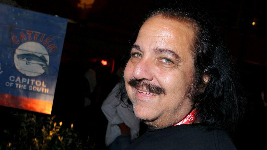 Ron Jeremy lacht