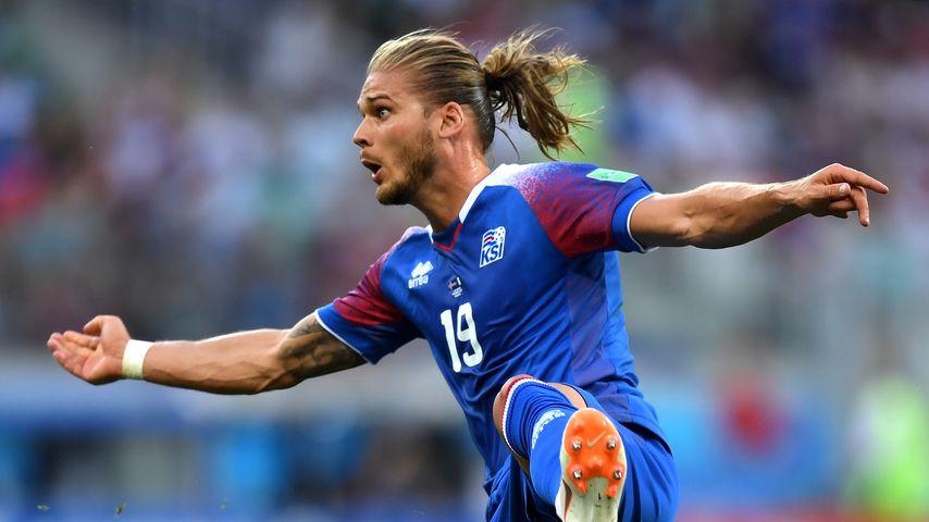 Nicht nur WM-Kicker: So gut kann Island-Hotte Rúrik singen!