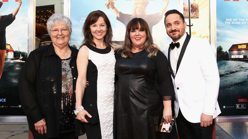 """Sandra McCarthy, Margie McCarthy, Melissa McCarthy und Ben Falcone bei der """"Tammy""""-Premiere"""