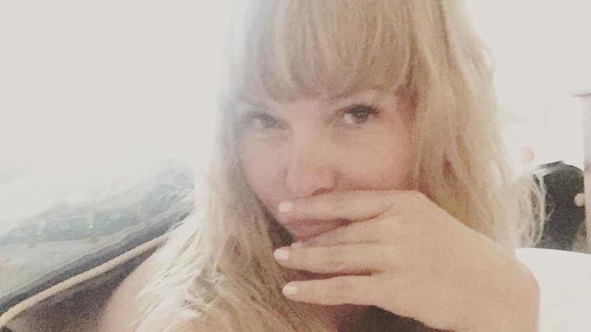 Nackt in den Laken: Dschungel-Lady Sandra Steffl zieht blank