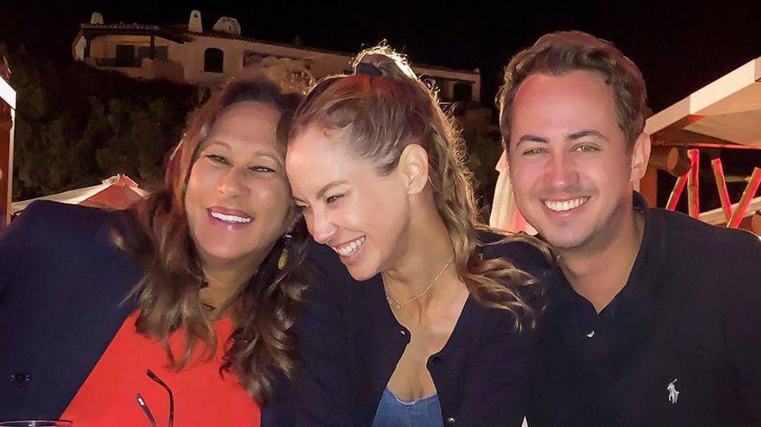 Sandy Meyer-Wölden (mittig) mit Mutter Antonella und Bruder Axel im Urlaub in Porto Cervo, 2020