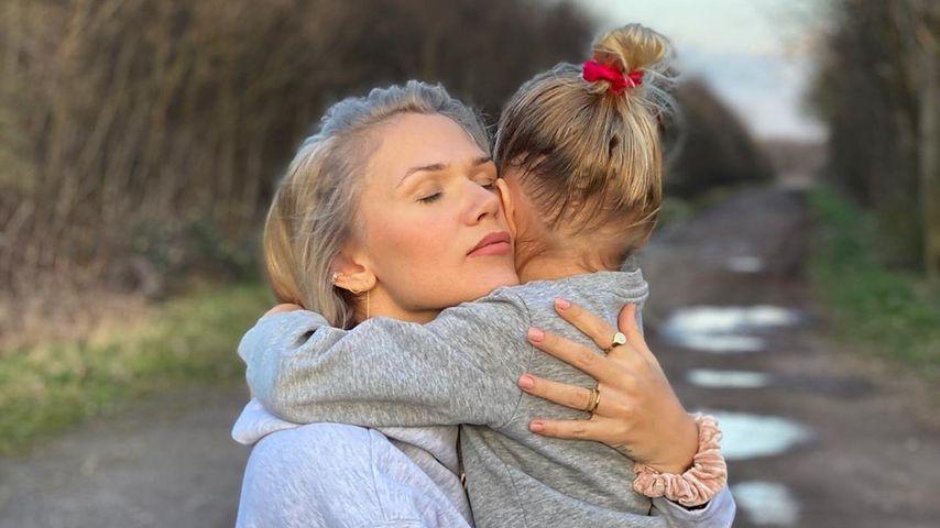 Sara Kulka und ihre Tochter im März 2020