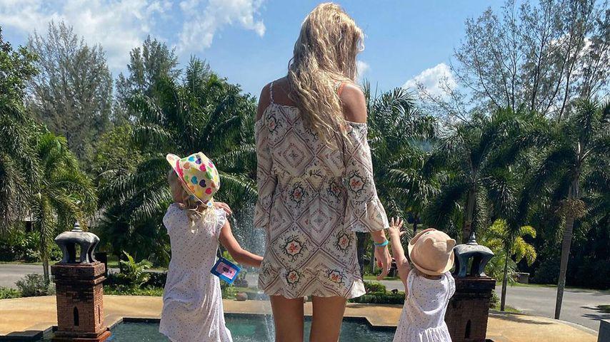 Sara Kulka mit ihren Töchtern Mathilda und Annabell in Thailand
