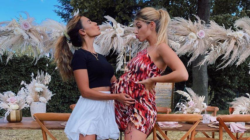 Sarah Harrison mit ihrer Freundin Karina