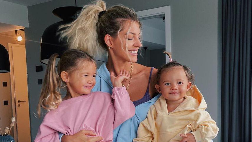 Sarah Harrison und ihre beiden Töchter Mia Rose und Kyla im Juli 2021