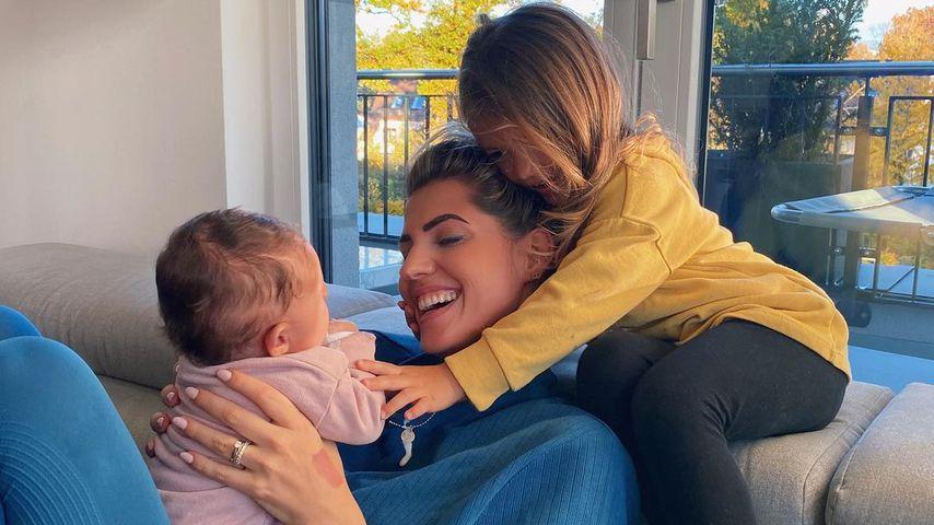 Sarah Harrison und ihre beiden Töchter Mia Rose und Kyla in München im Oktober 2020