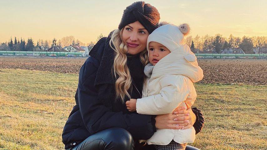 Sarah Harrison und ihre Tochter Mia Rose, Dezember 2019