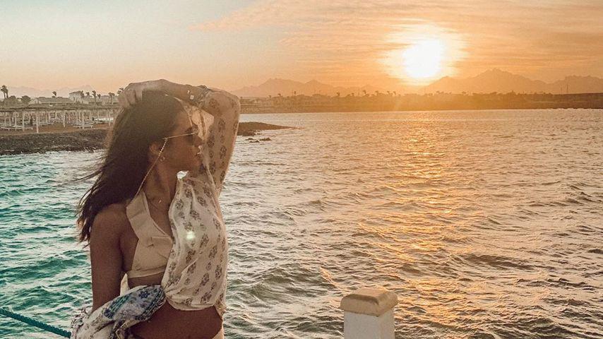 Sarah Lombardi turtelt mit Unbekanntem auf Liege im Urlaub!