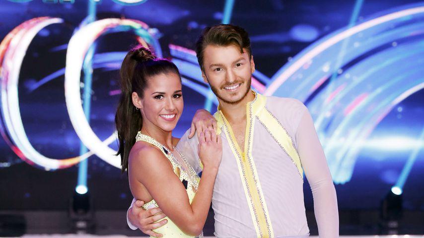 """Sarah Lombardi mit ihrem """"Dancing on Ice""""-Tanzpartner Joti Polizoakis in der zweiten Show 2019"""
