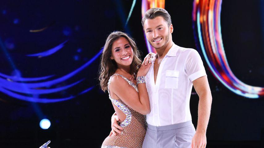 "Sarah Lombardi und Partner Joti Polizoakis bei ""Dancing on Ice"""