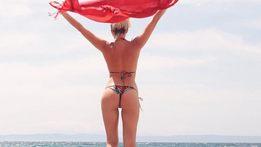 Keine Spur von Baby-Pfunden: Sarah Nowak mit sexy Knack-Po!