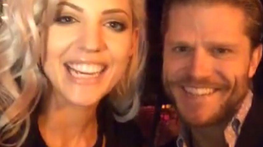 Ganz angetan: Paul Janke bekommt Nachhilfe von Sarah Nowak