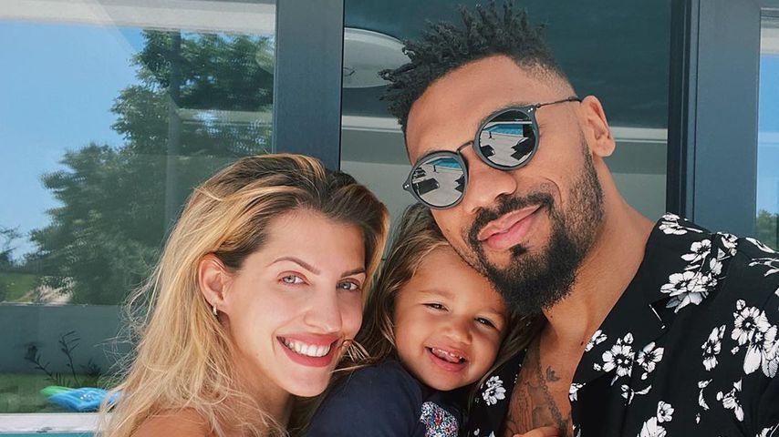 Sarah und Dominic Harrison mit ihrer Tochter Mia Rose
