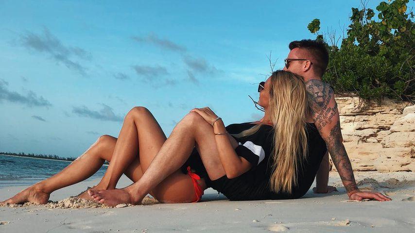 Nach WM-Pleite: Marco Reus entspannt mit Scarlett am Strand