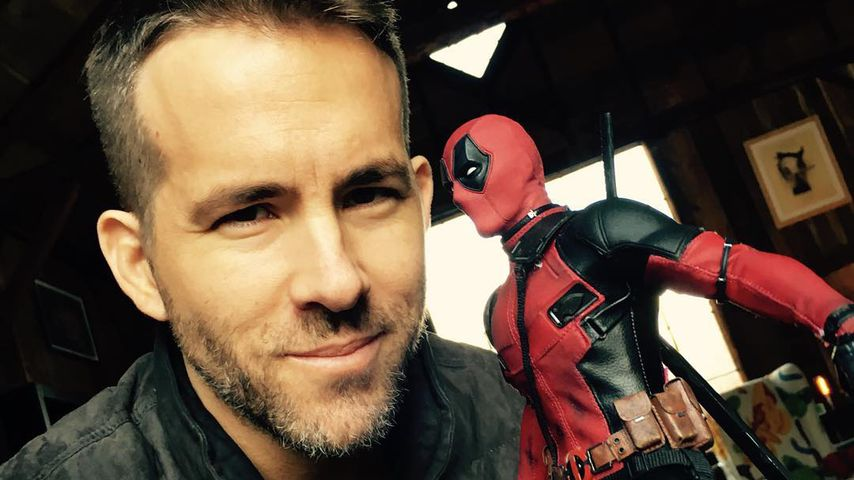 "Ryan Reynolds mit ""Deadpool""-Figur"