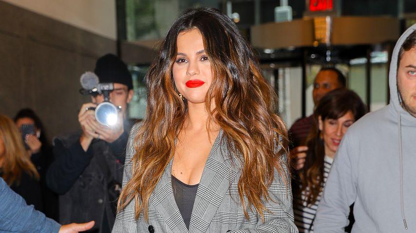 Selena Gomez setzt bei Promo-Tour auf edle Business-Looks