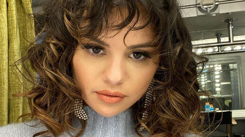 Wilde Mähne! Selena Gomez präsentiert ihre neue Locken-Frise