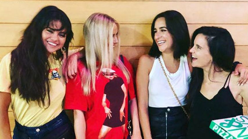 Selena Gomez, Raquelle Stevens, Courtney J. Barry und Ashley Cook