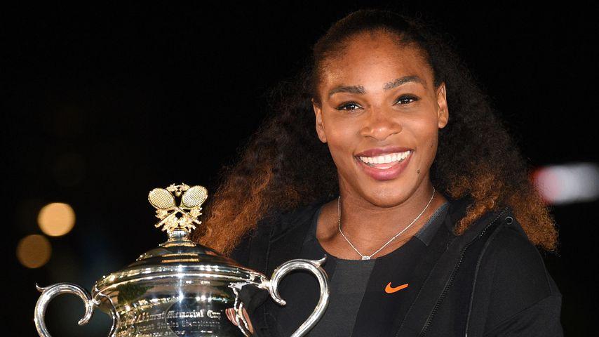 Serena Williams mit dem Siegerpokal der Australian Open 2017