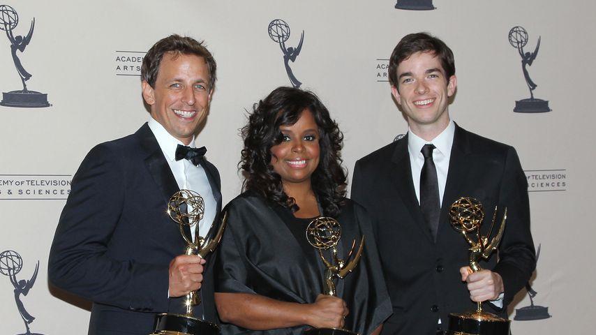 Seth Meyers, Katreese Barnes und John Mulaney 2011 bei den Emmy Awards