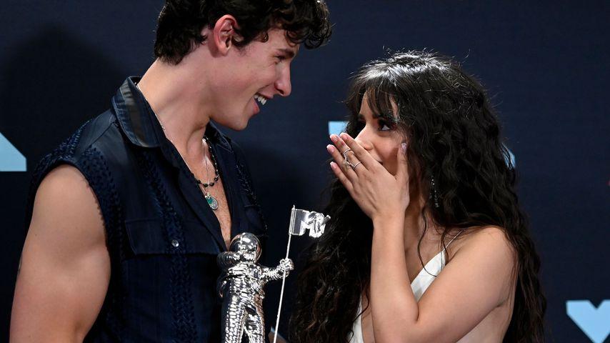 Shawn und Camila lassen sich gemeinsam Tattoos stechen
