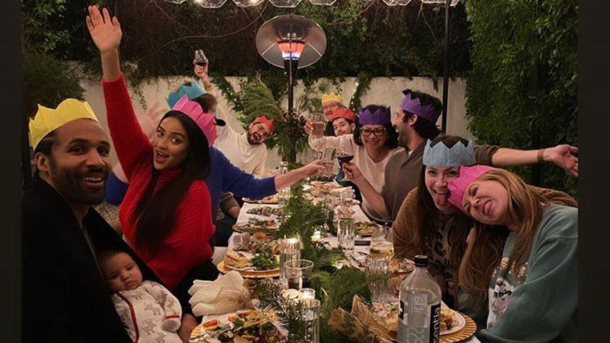 Shay, Matte, Atlas und ihre Freunde am ersten Weihnachtstag