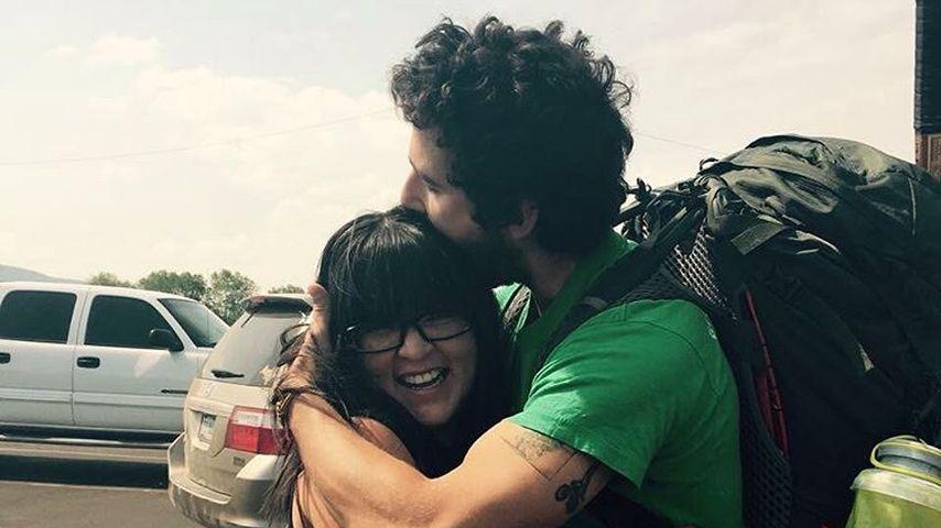Shia LaBeouf umarmt einen Fan