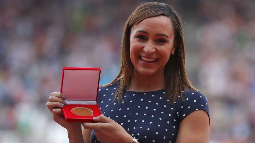 6 Jahre zu spät: Sport-Star bekommt WM-Gold mit Baby-Bauch!
