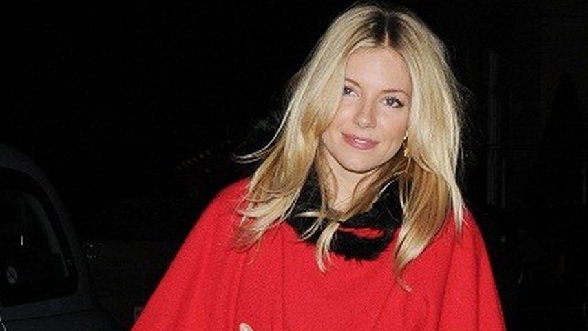 Sienna Miller im Weihnachtsfrau-Look