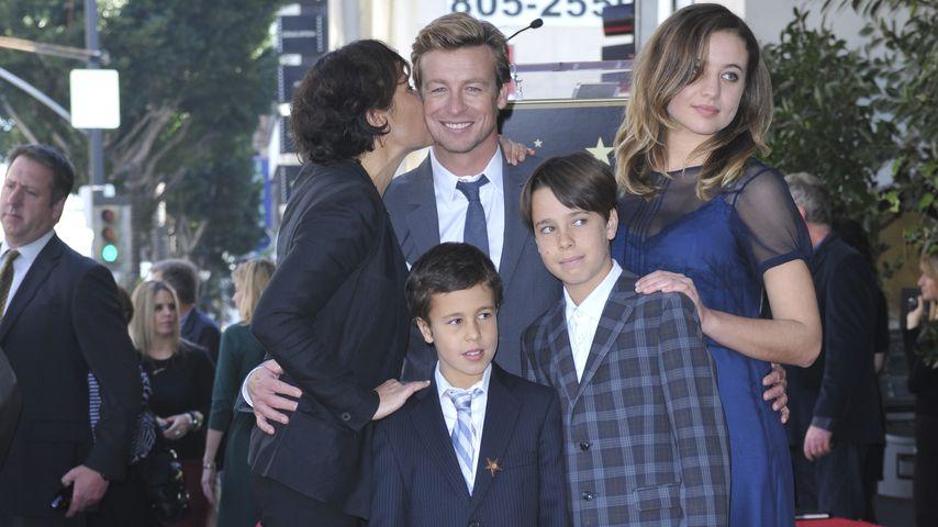 Simon Baker und Rebecca Rigg mit ihren drei Kindern auf dem Hollywood Walk of Fame