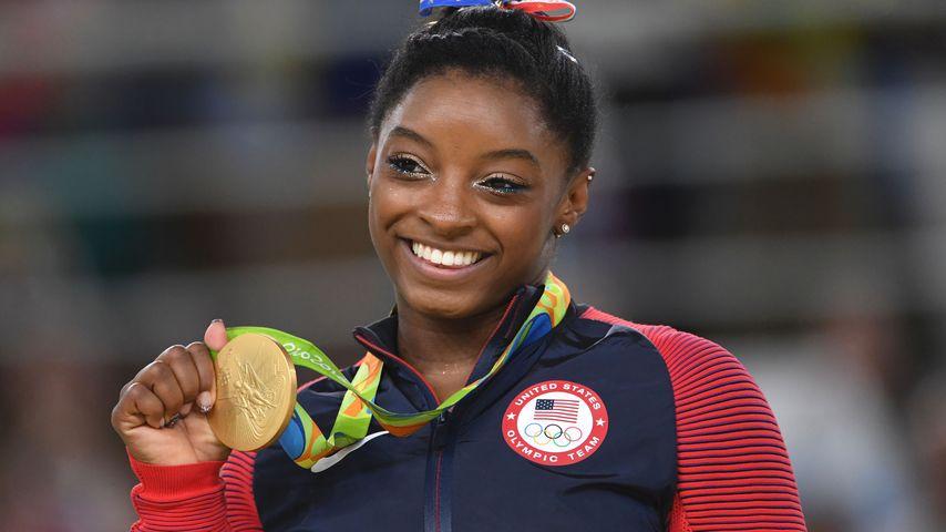 Simone Bilesbei ihrer Gold-Siegerehrung in Rio
